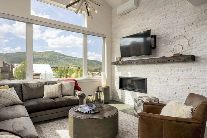 New modern home w/ rooftop deck & private hot tub - short walk to gondola!
