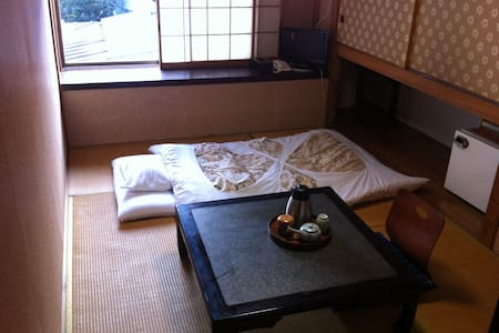 Kamesei Ryokan, quiet onsen inn, private budget rm