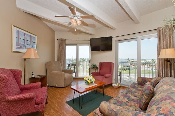 Beachfront Spring Break Condo at Aquarius #401