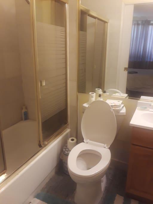 Bathroom w/shower-tub