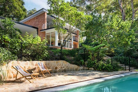 Stylish family home with pool - Gordon - Rumah