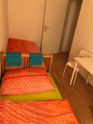 Privatzimmer für 2 Gäste, Nähe U6, Zentrumsnah PG4