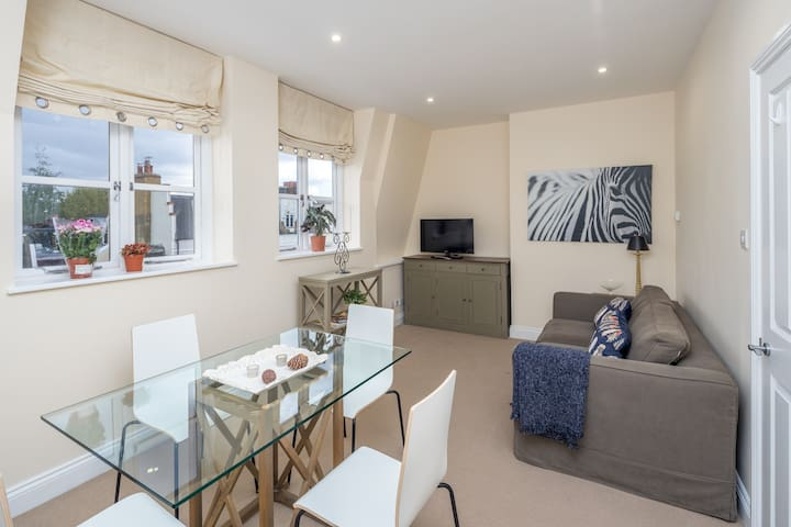 Stylish 1 bed flat in Parsons Green