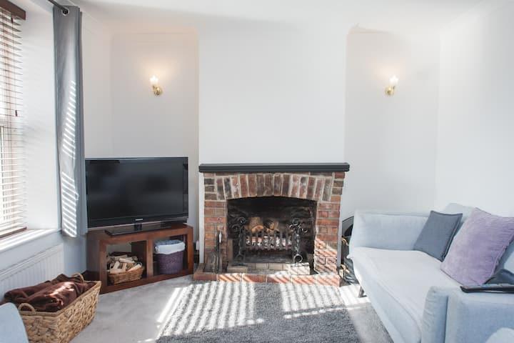 Kimberly Cottage - MyCityHaven. 5 bed sleeps 9