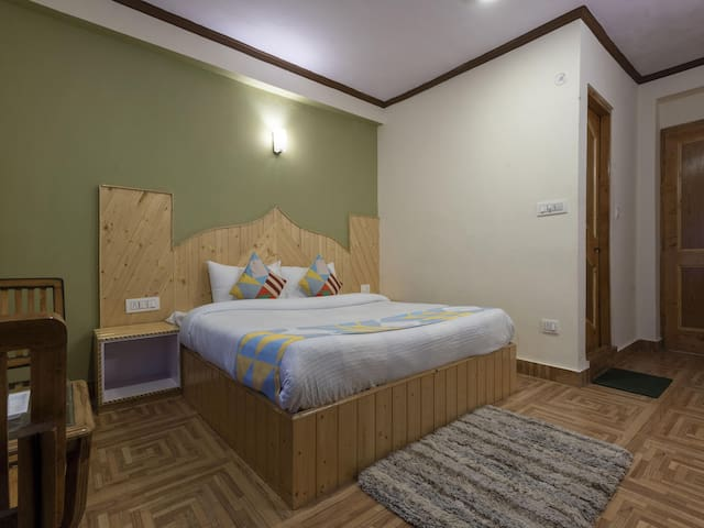 OYO - Hottest Deal! Well-Built 1BR Home In Siyal, Manali