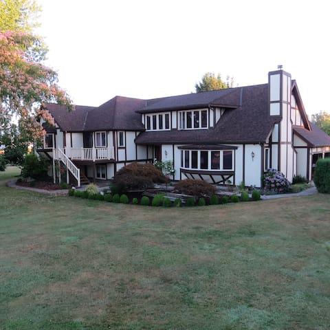 Country Tudor - Corvallis - House