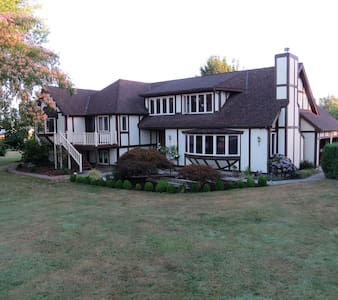 Country Tudor - Corvallis - Hus