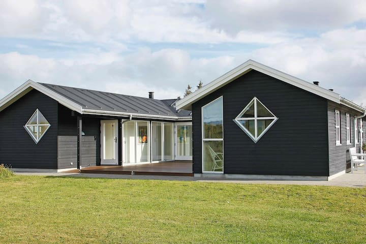 Stunning Holiday Home in Hirtshals with Jacuzzi
