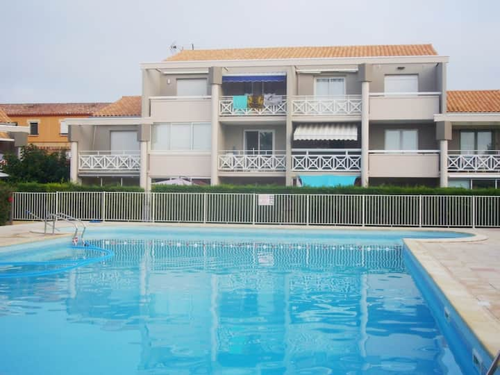 STUDIO + PISCINE et PARKING à 200m DE LA PLAGE
