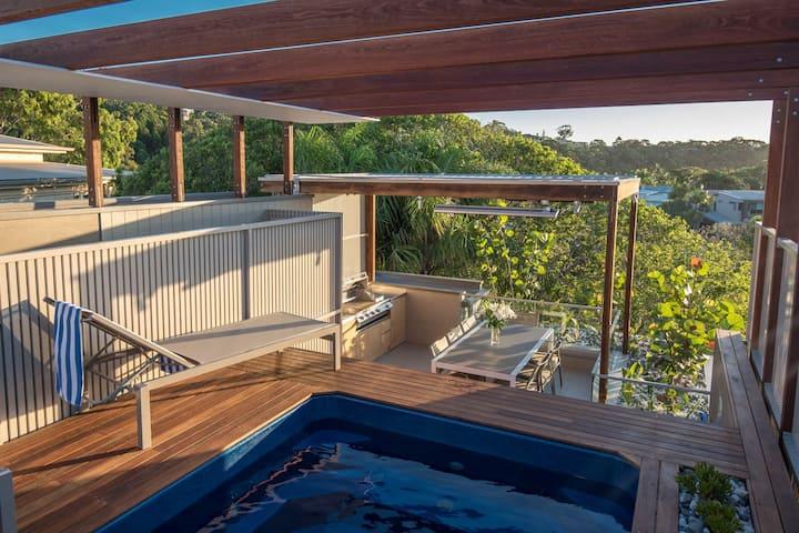 Luxury Villa w/ Rooftop Pool in Hastings Street