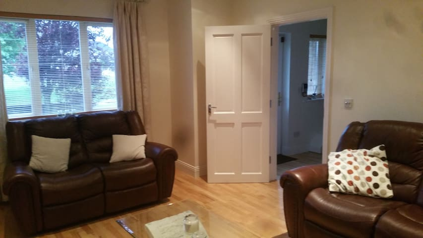 Private Room with WiFi - Castlebar - Casa