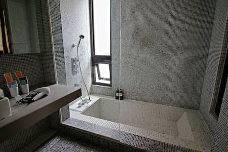 1分鐘台中勤美綠園道 有浴缸 全新電梯獨棟 Taichung高級雙人房 - West District - 台湾民宿