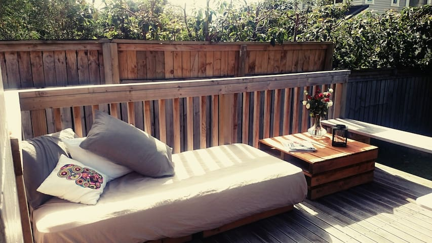 Nice comfy house and garden with a private room - Auckland - Ev