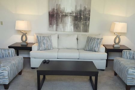 Beautiful 3bd Townhome in Plymouth! - Plymouth