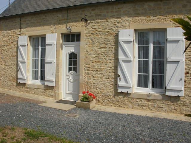 Le NID D' HIRONDELLE - Bayeux - บ้าน