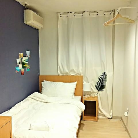 1 min walk from Singeumho Station(Subway line #5)