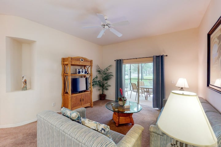 1st floor condo w/ restaurant, patio, pools, near theme parks, basketball court