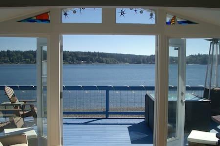 Gig Harbor Waterfront Cottage