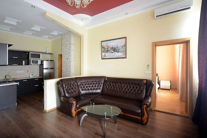 Jacuzzi 2 Bedroom Maidan Penthouse for 6