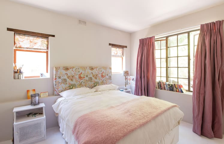 Stunning 1  1/2 bed Retreat!  Private and Fully sc - Cape Town - Andet
