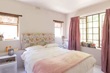Stunning 1  1/2 bed Retreat!  Private and Fully sc - Cape Town - Lain-lain