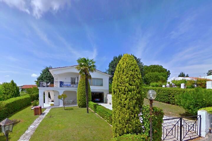 Boutique Villa in Villaggio Taunus with Garden