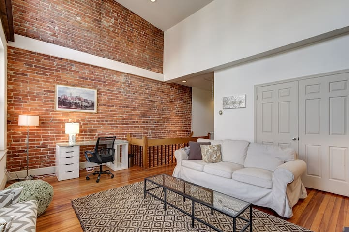 Chic 2BR of 14th St/U St. Meridian Park
