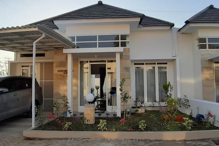 Full house 2 bedroom at emerald villa J8
