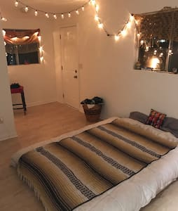 Super Rad Private Room Close to DTLA - Los Angeles - Apartmen