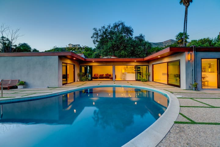 MidCentury Home,Saltwater Pool, LEGAL VacationRent