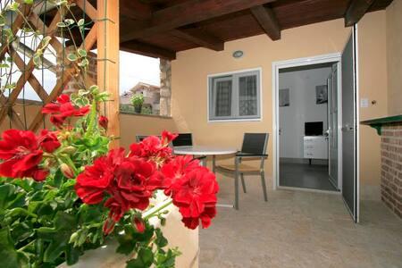 New cozy ground floor apartment for two - Jezera - Hospedaria