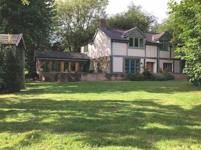 Idyllic country cottage Shropshire Ludlow 14 miles