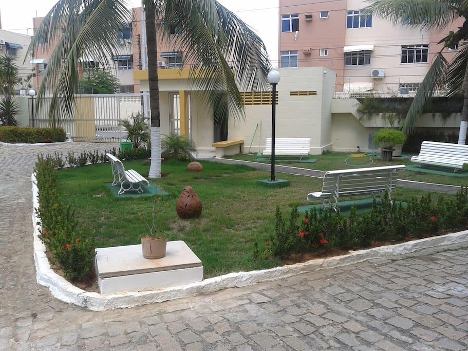 3) Área Interna, Jardim do Condomínio.