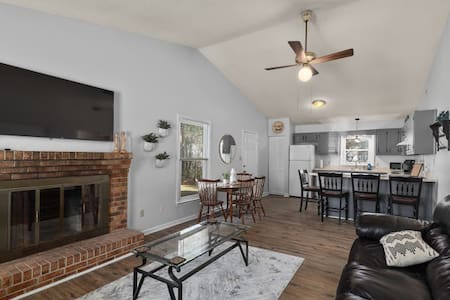 Great Jacksonville duplex on quiet cul-de-sac.