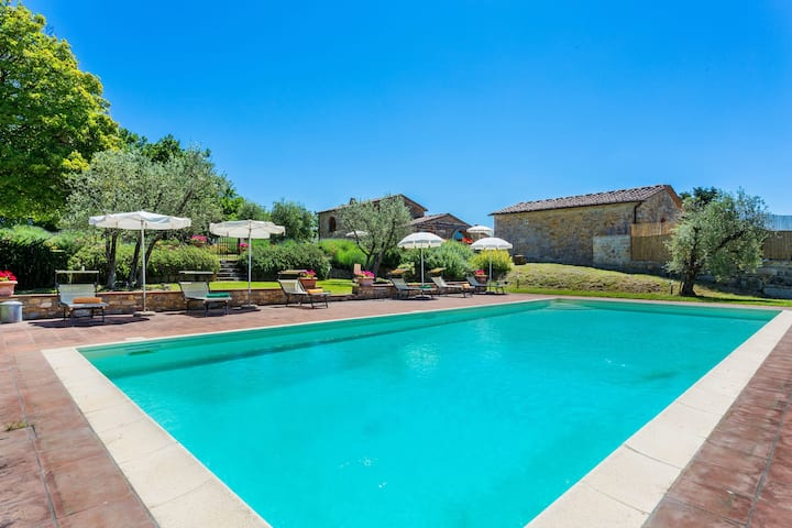 Lovely Villa in Tavarnelle Val di Pesa with Private Swimming Pool