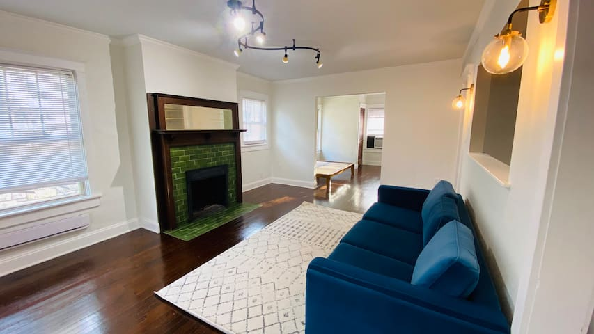 Private 1 BR Apt in historic Valentine house