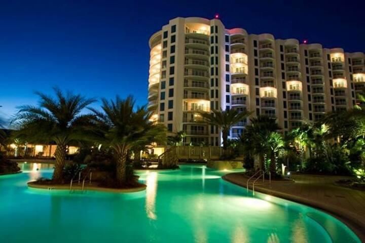 Large Lavish Florida Beach Resort High-rise Apt.