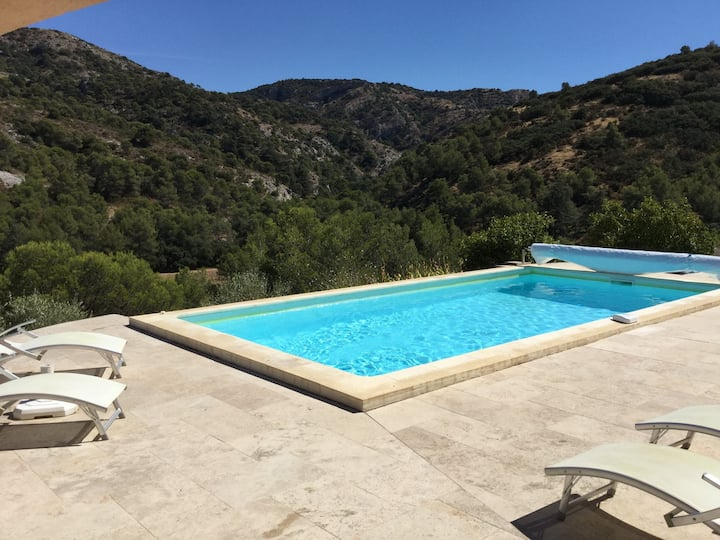 Pretty Gite with heated pool in Cavaillon, beautiful view on the Luberon mountains, 4 people.