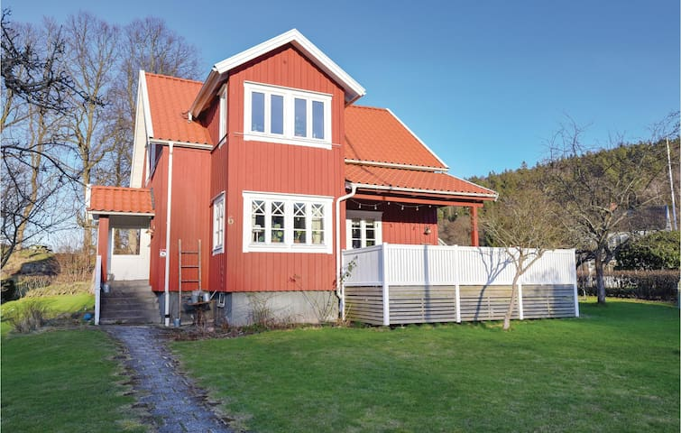 Holiday cottage with 5 bedrooms on 157m² in Jonsered