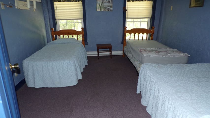 Full bed & two twin beds