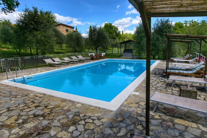 Holiday home with shared swimming pool in the green hills of Chianti