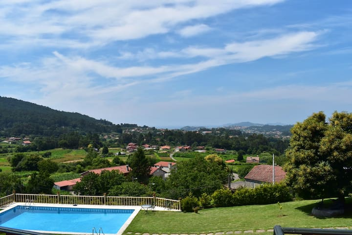 Villa with 3 bedrooms in Gondomar, with wonderful sea view, private pool, enclosed garden - 7 km from the beach