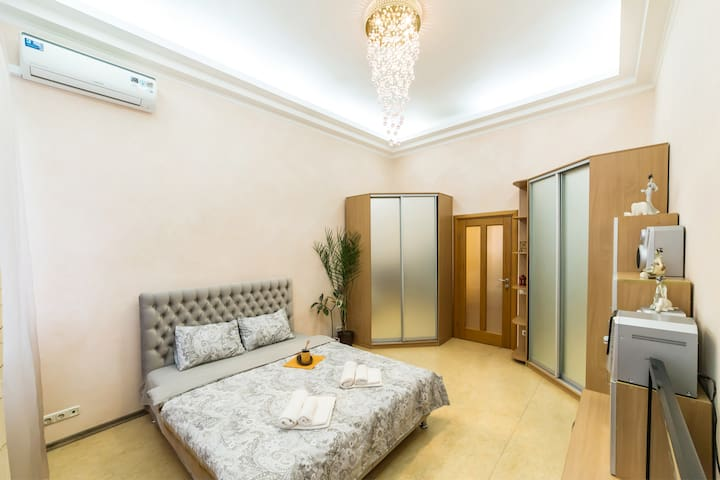 2-к  квартира  Майдан Крещатик Софийская площадь