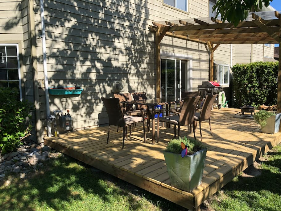 Big deck with bbq and fire pit
