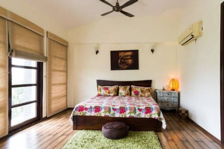 Private Room in a Private Pool Villa - Gurugram - Villa