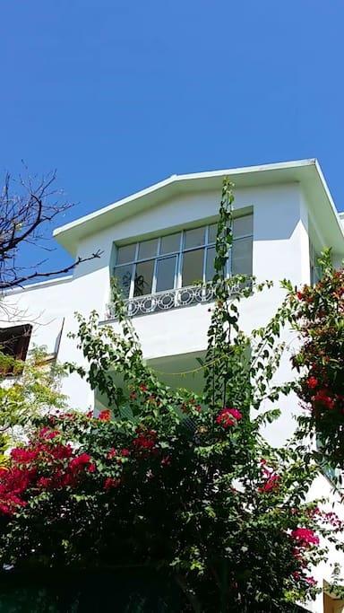 Casa Vistavedado, Veranda/balcon from calle 27.