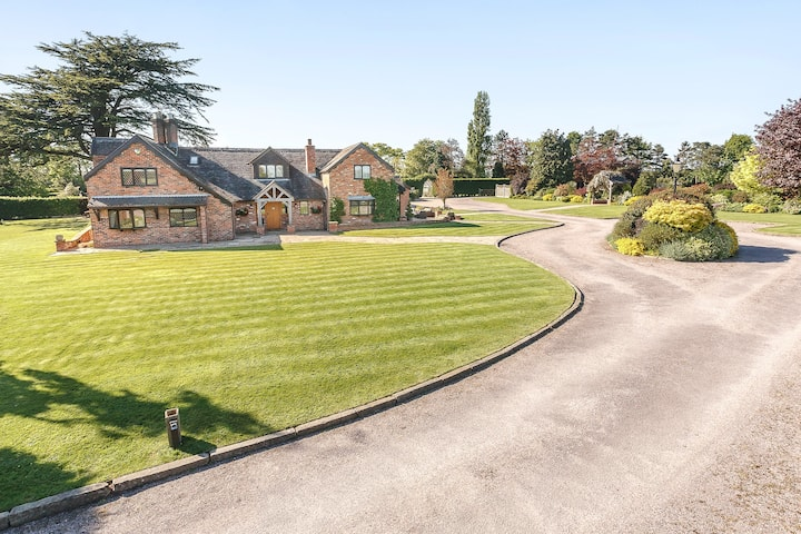 5 Bedroom Cheshire Country House