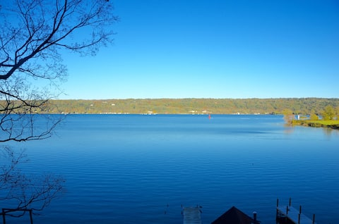 Lakeside Lodge West - on the lake