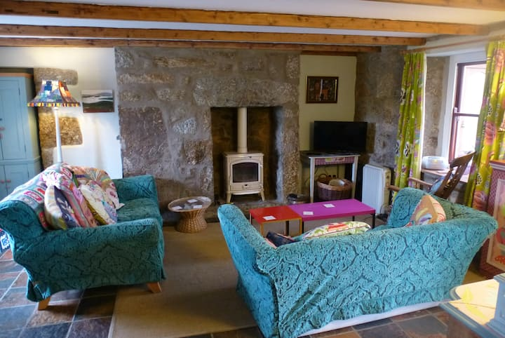 Cosy granite cottage just a mile from Mousehole