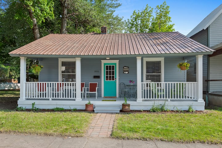 STAY HERE! Lakeside Bungalow - Downtown Coeur d`Alene